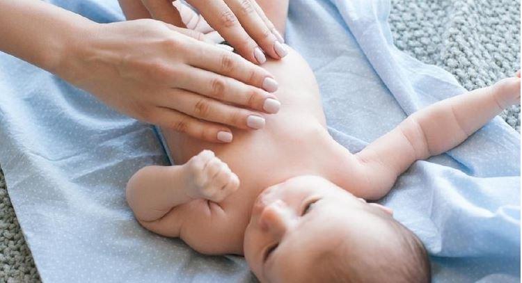 Pijat Kolik Perut Bayi Sembelit di Jogja